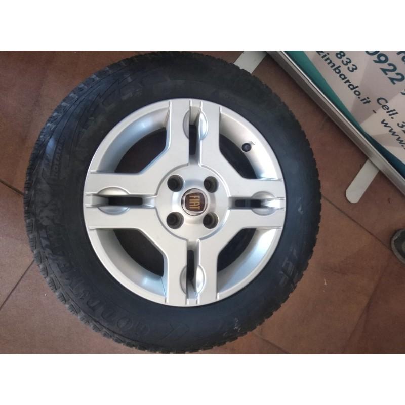 Cerchi in lega completi di pneumatici Fiat Panda